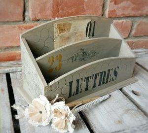 Porte courrier vintage en bois vieilli